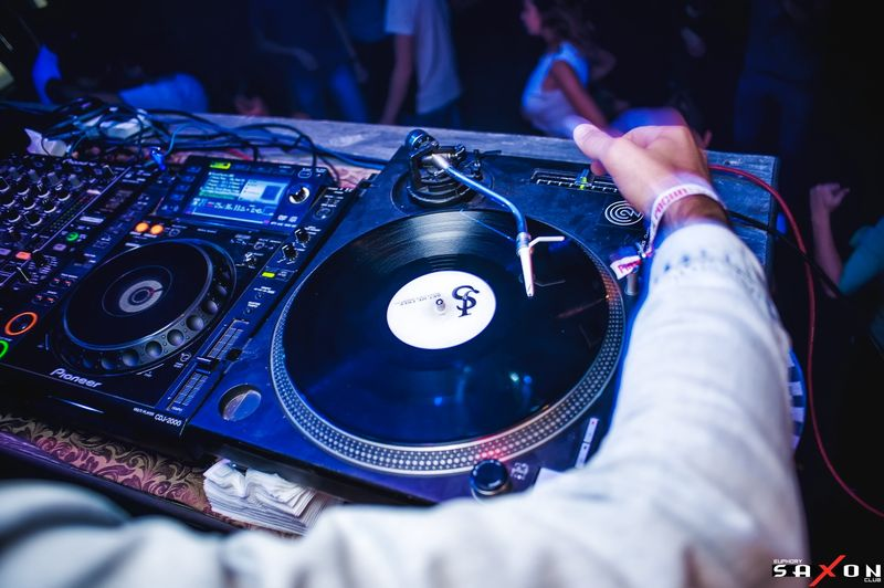 «RETROELECTRO by DJFM» в «Saxon»